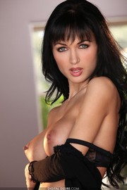 Roxanna Milan Shows Off Her Amazing Russian Body