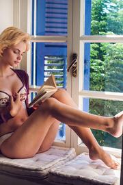 Blonde beauty Lilit A