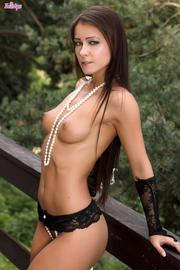 Melisa Mendiny Natural Beauty Posing Nude