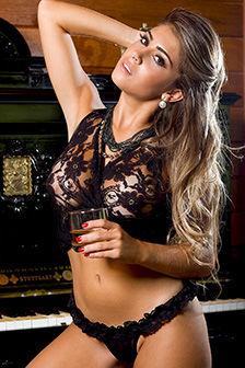 Hot Beauty Paula Rebello