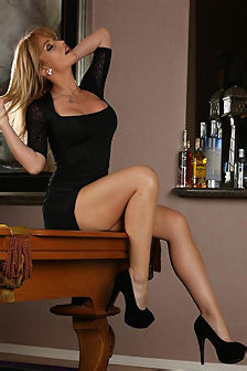Angela Sommers Gets Naked