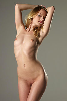 Mia Skinny Beauty In Studio