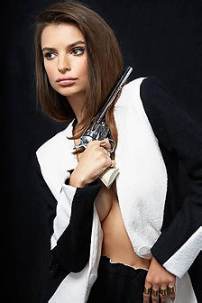 Gorgeous Celebrity Emily Ratajkowski
