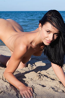 Gwen Hot Nude Girl By The Sea