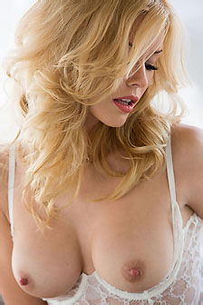 Kennedy Summers Hot Playboy Beauty