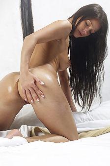Melisa Mendiny Hot Olied Nude Body