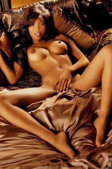 Ebony Hottie In A Bed