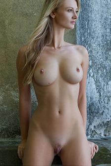 Naked Busty Carisha