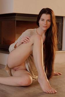 Sexy Teen K�vetkez� The Fireplace