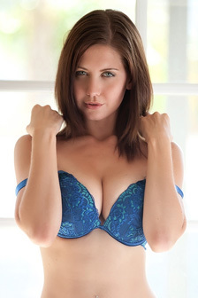 Chrissy Marie Displays All Natural Body