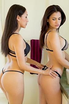 Vicki Chase And Vanessa Veracruz