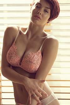 Mainstream Model Rosie Robinson