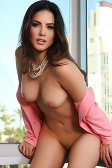 Gorgeous Sunny Leone Gets Naked