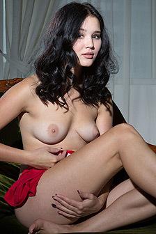 Malena Sperads Her Legs