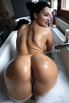 Aletta Ocean Shows Her Round Ass