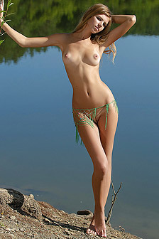Blonde Teen Posing Naked Outdoor