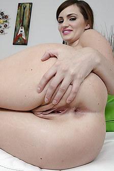 Stunning Brunette Babe Lily Carter