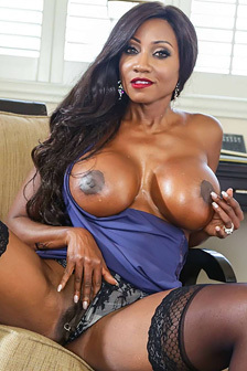 Huge Boobed Ebony MILF Diamond Jackson Gets Nude