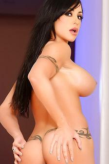 Tattooed Pornstar Jewels Jade