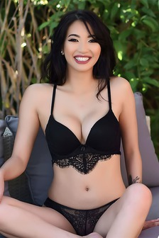 Reina Sexy Asian Beauty In Lingerie